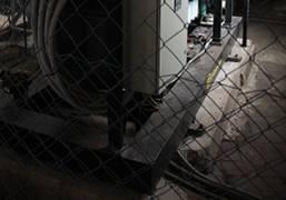 фундамент электростанции не должен соприкасаться со стенами